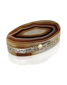 A 19th century Austrian jewel-set, agate and enamelled-gold mounted snuff box unmarked apart from later French import marks