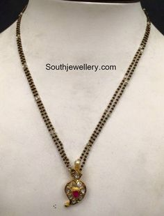 Gold Temple Jewellery, Black Gold Jewelry, India Jewelry, Gold Mangalsutra Designs, Gold Earrings Designs, Necklace Designs, Mango Necklace, Beaded Jewelry, Ear Jewelry