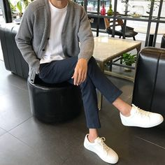 The Best Examples for Korean Street Fashion How To Wear Cardigan, Dress With Cardigan, Cardigan Fashion, Men Cardigan, Korean Fashion Men, Korean Street Fashion, Korean Men Style, Teen Guy Fashion, Stylish Mens Outfits