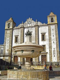 Chafariz da Praça do Giraldo e Igreja do Espírito Santo - Évora - Portugal by Portuguese_eyes, via Flickr