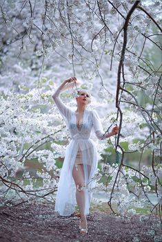 Under Floating Blossoms Vintage Outfits, Vintage Fashion, Vintage Beauty, Trajes Pin Up, Burlesque Vintage, Secret In Lace, Curvy Girl Lingerie, Estilo Retro, Satin Dresses