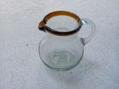 Jarra bola de vidrio soplado, para crema o leche. Más info en: www.artesaniasdetonala.com