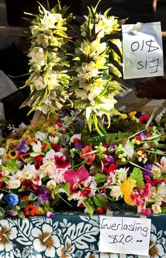 Everlasting Flowers, Rarotonga, Cook Islands - ei's (lei's) at the market
