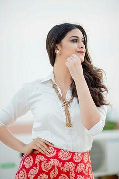 Keerthy Suresh (aka) Keerthi Suresh photos stills & images Indian Actress Photos, Indian Film Actress, Beautiful Indian Actress, Beautiful Actresses, Indian Actresses, Beautiful Girl Image, Beautiful Gorgeous, Gorgeous Women, Beautiful People