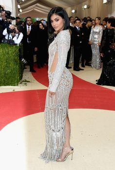 """Kylie Jenner Photos - Kylie Jenner attends the """"Manus x Machina: Fashion In An Age Of Technology"""" Costume Institute Gala at Metropolitan Museum of Art on May 2, 2016 in New York City. - 'Manus x Machina: Fashion In An Age of Technology' Costume Institute Gala - Arrivals"""