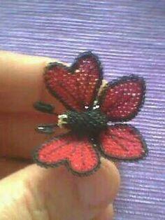 Kırmızı kelebek