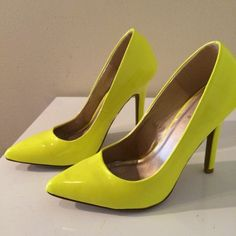 Neon yellow pumps Neon yellows pumps with pointy toe. Without box. Shoes Heels