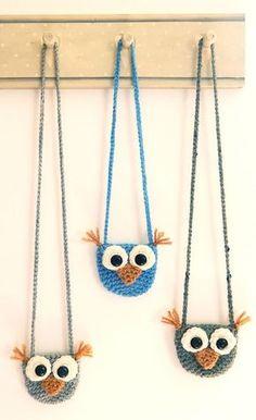 Crochet little owl purses. Free pattern