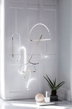 Mirror Mobiles. Such a beautiful, understated elegance...!