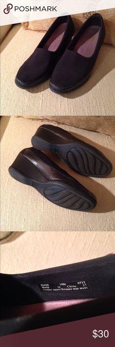 """🎀 NEW 🎀 Clarks Loafer Clarks Everyday fabric loafer. Wedge heel 2.5"""" with leather trim. Super comfortable. Great work shoe. Clarks Shoes Flats & Loafers"""