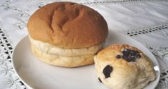 'Sally Lunn-bun' and 'Bath bun's'. Sally Lunn, a young French refugee, arrived in England over 300 years ago. She found work at what is now known as Sally Lunn's House and began to bake a rich round and generous bread now known as the Sally Lunn Bun. This bun became a very popular delicacy in Georgian England as its special taste and lightness allowed it to be enjoyed with either sweet or savory accompaniments. Similar in texture to Brioche which is a French egg bread.