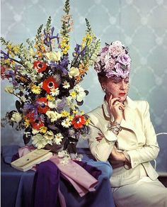 John Rawlings, Vogue's fashion editor, wearing a hat of roses piled on a high toque base from Lilly Dache. Get premium, high resolution news photos at Getty Images Modern Vintage Fashion, 1940s Fashion, Retro Baby, Retro Vintage, Vogue Fashion Editor, Glamour Ladies, Wearing A Hat, Pin Up Style, Model Photos