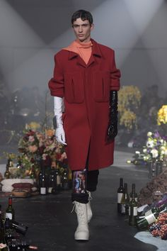 Raf Simons Fall 2018 Menswear Fashion Show Collection: See the complete Raf Simons Fall 2018 Menswear collection. Look 6 Mens Fashion 2018, Autumn Fashion 2018, Latest Mens Fashion, Spring Fashion Trends, Fashion Week, Trendy Fashion, Runway Fashion, Fashion Brands, Fashion Looks