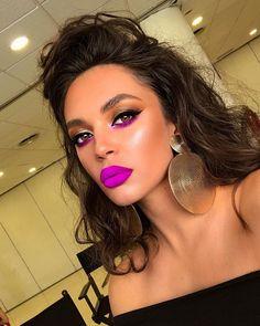 Neon Lipstick, Glow Skin, Make Me Up, How To Make, Eyeliner, Eye Makeup Designs, Daily Makeup, Gorgeous Makeup, Beauty Hacks