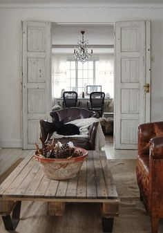 Home Office Inspiration - Finding Silver Pennies Living Room Decor, Living Spaces, Dining Room, Looks Country, How To Antique Wood, Grey Walls, House In The Woods, Wood Table, Lobbies