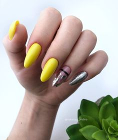 32 Yellow Nails With Glitter You Should Try in Spring - Lily Fashion Style Yellow Nail Polish, Yellow Nails, Bling Nails, Glitter Nails, Nail Manicure, Gel Nails, Magic Nails, Nail Time, Autumn Nails