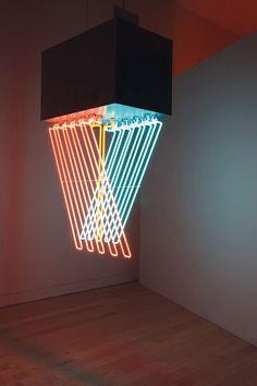 Antonako - hanging neon (1962) Dynamo : l'exposition pétillante du Grand Palais…
