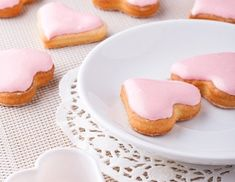 Slowly stir the rum and water into the sieved icing sugar for the punch icing … - DIY Christmas Cookies Christmas Baking, Christmas Cookies, Christmas Diy, Icing Recipe, Winter Food, Four, Food And Drink, Sugar, Breakfast