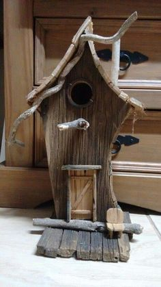 When it comes to birds, avid watchers know that you can never have too many bird houses in your yard. Birds appreciate these items during the nesting and migration seasons, which can just about cover the entire year in some areas. Rustic Bird Feeders, Bird House Feeder, Bird House Plans, Bird House Kits, Wooden Bird Houses, Wood Bird, Bird Boxes, Unusual Homes, Reclaimed Barn Wood