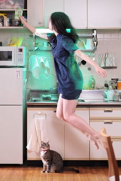 Self-Portraits by Natsumi Hayashi The levitating girl cooking. why do I love her pictures so much?The levitating girl cooking. why do I love her pictures so much? Levitation Photography, Video Photography, Creative Photography, Creative Shot, Japanese Photography, Surrealism Photography, Ads Creative, Photography Ideas, Do I Love Her