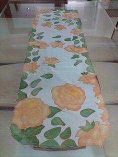 Pintura em seda.Confecção artesanal de cortinas, toalhas de mesa, caminhos e muito mais.