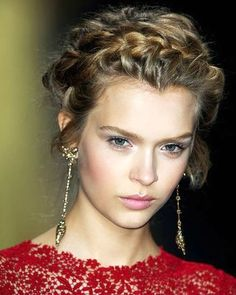 Medieval Crown Braid <3 i will figure out how to do this!!