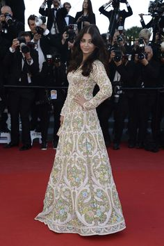 Aishwarya Rai Photos - Aishwarya Rai attends the 'Blood Ties' Premiere during the Annual Cannes Film Festival at the Palais des Festivals on May 2013 in Cannes, France. - 'Blood Ties' Premieres in Cannes Aishwarya Rai Photo, Aishwarya Rai Bachchan, Milla Jovovich, Indian Dresses, Indian Outfits, Indian Clothes, Pakistani Couture, Pakistani Bridal, Palais Des Festivals