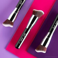 Crazy for cream contour? Our NEW Curved Kabuki pairs perfectly along the hollows of the cheekbones and along the jawline for a perfect blend. Makeup Tools, Makeup Brushes, Cool Things To Make, Make Up, Sigma Brushes, Cream Contour, Brand Campaign, Beauty Ad, Jawline