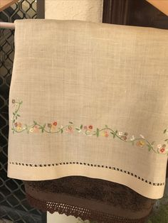 This Pin was discovered by pad Types Of Embroidery, Embroidery Suits, Hand Embroidery Designs, Vintage Embroidery, Ribbon Embroidery, Embroidery Patterns, Floral Embroidery, Hardanger Embroidery, Embroidery Stitches