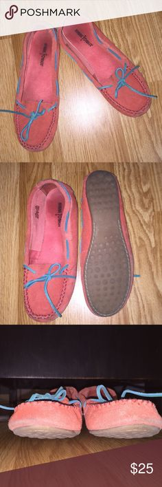🎉HP 3/12/17/🎉Minnetonka moccasins ! Orange with blue bow Minnetonka moccasins. A little dirty on the toe from some wear but in really great condition! Minnetonka Shoes Moccasins