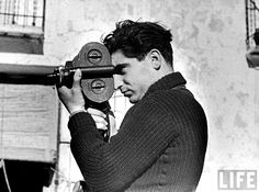 Robert Capa fue un fotógrafo de combate y fotoperiodista húngaro que documentó diversas guerras, entre ellas la Segunda Guerra Mundial y l...