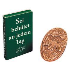 #Plakette mit dem Motiv der #Taube als Symbol für den #heiligen #Geist - Geeignetes #Geschenk zum #Sakrament der #Firmung ... Cover, Books, Holy Ghost, Good Books, Pigeon, Ghosts, Gifts, Libros, Book