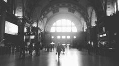 No es New York tampoco Berlin. Estación  Constitución. - #bnw #blancoynegro #blackandwhite #streetphoto  #buenosaires