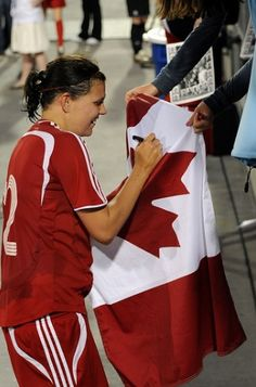Tough-as-nails, true leader Canadian soccer player Christine Sinclair Soccer Baby, Soccer Girls, Soccer Players, Football Team, Canada Soccer, Captain Fantastic, Tough As Nails, Commonwealth Games, Soccer Quotes