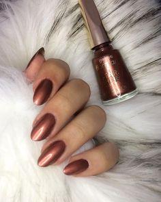 @flormarturkiye #starshine 👉🏻ST05 Bronze flash Diy Nails, Cute Nails, Pretty Nails, Natural Nail Designs, Cute Nail Designs, Almond Acrylic Nails, Almond Nails, Uv Gel Nagellack, Bronze Nails