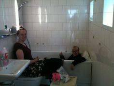 Upptaget!!!  Vi fick hjälp att sätta upp handukshängare mm. från Smarthem.se. Inga hål i väggen. Porslin - design Philippe Starck. 2014-02-16