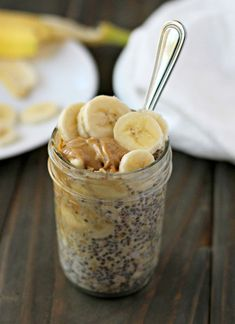 Peanut Butter Banana Overnight Oats are a quick, easy, and healthy breakfast option! This plant-based breakfast is perfect for weekly meal prep! Source by myplantbasedfam plant based Peanut Butter Overnight Oats, Banana Overnight Oats, Peanut Butter Banana, Mini Hamburgers, Healthy Breakfast Options, Vegan Breakfast Recipes, Oatmeal Recipes, Halloumi, Pitta