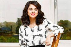 Selena Gomez cheers up cancer patients at Children's Hospital in LA http://www.wishesh.com/hollywood/hollywood-hot-gossips/40000-selena-gomez-cheers-up-cancer-patients-at-childrens-hospital-in-la.html