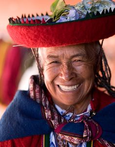 Looks very much like my beloved great-grandmother, who is my guardian angel now. This lady lives in Cusco, Peru Beautiful Smile, Beautiful World, Beautiful People, Smiles And Laughs, All Smiles, We Are The World, People Around The World, Just Smile, Smile Face