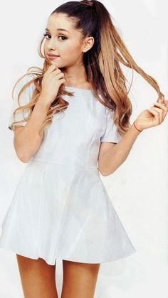 Hey I am Ariana grande but you can call me Ari! I am a singer. Ariana Grande Fotos, Ariana Grande Outfits, Celebrity Twins, Celebrity Style, Celebrity Photos, Beautiful Celebrities, Beautiful People, Adriana Grande, Modelos Fashion