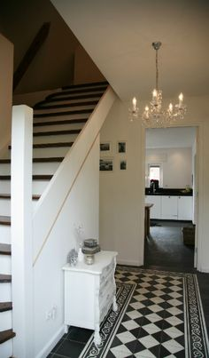 Gang on pinterest hallways entrance halls and painted stairs for Hal ingang