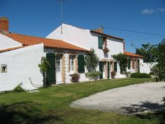 Beautiful Renovated Farmhouse with Barns and over 5 acres in the #vendee.