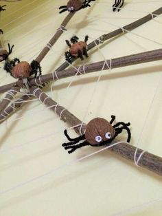 Animal Crafts For Kids, Halloween Crafts For Kids, Easy Christmas Crafts, Diy For Kids, Halloween Spider, Halloween Art, Holidays Halloween, Halloween Themes, Autumn Crafts
