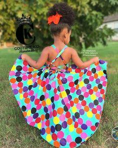 A imagem pode conter: uma ou mais pessoas, pessoas em pé, criança e atividades ao ar livre Baby African Clothes, African Dresses For Kids, African Print Dresses, Dresses Kids Girl, African Fashion Dresses, Girls, Cute Kids Fashion, Little Girl Fashion, Toddler Fashion