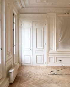 Solferino Project by Frederic Flanquart, Paris 2019 Parisian Room, Parisian Chic, Traditional Interior Doors, Ballet Room, English Interior, Classic Doors, Elements Of Design, Home Living, Decorating Blogs