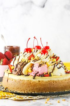 This Banana Split Cheesecake is a banana cheesecake topped with chocolate, vanilla and strawberry whipped cream ice cream scoops! Cheesecake Toppings, Banana Cheesecake, Best Cheesecake, Cheesecake Recipes, Creative Desserts, Great Desserts, Delicious Desserts, Beautiful Desserts, Funnel Cakes