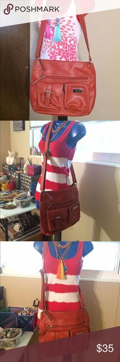 Handbag This in a Relic orange cross-body that is in almost new condition. Relic Bags Crossbody Bags