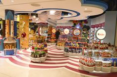 Design showcase: Candy Cloud at Dublin Airport - Retail Design World Kids Store, Toy Store, Garden Center Displays, Kids Cafe, Candy Brands, Rainbow Candy, Ice Cream Candy, Fun Fair, Candy Store