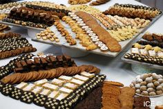 Ever considered a career in pastry or baking school? A diploma from ICE in the pastry and baking arts, delivers an amazing wealth of skills and knowledge. Cookie Table Wedding, Wedding Cookies, Gingerbread Cookies, Christmas Cookies, Cookie Display, Baking School, Italian Cookies, Birthday Cookies, Cookie Bars