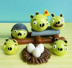 Elizabeth Marek of Artisan Cake Company created a wonderful series of Edible Angry Birds Cake Toppers available through her Etsy store. Fun Wedding Cake Toppers, Bird Cake Toppers, Fondant Toppers, Wedding Cakes, Cupcakes, Cupcake Cakes, Cake Pops, Chocolates, Artisan Cake Company